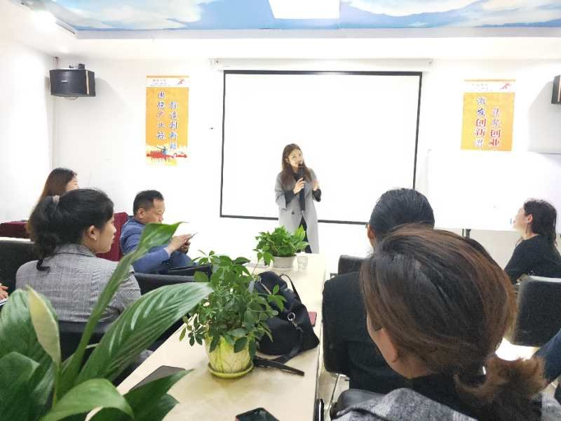 携手奋进   共筑辉煌         ——   郴州市首届企业服务机构培训讲师展示交流活动