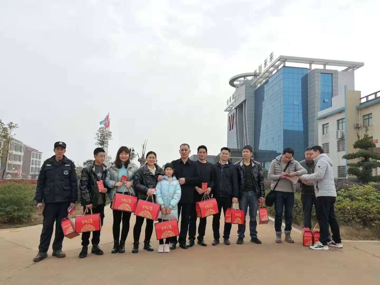 高新区赵书记带队对企业留衡人员进行慰问