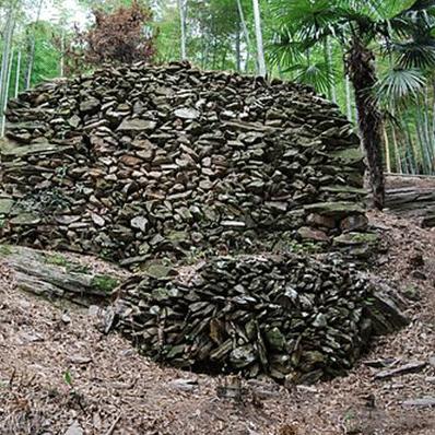 龙窖山堆石墓群保护与利用