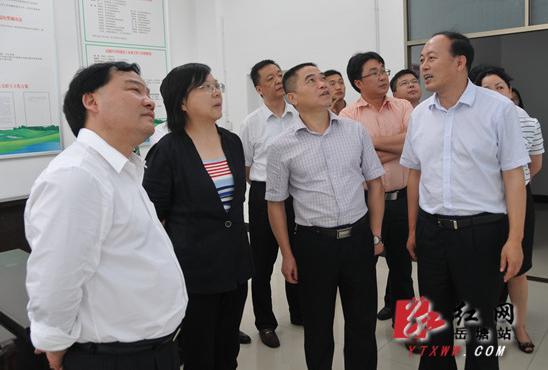 省发改委主任谢建辉一行调研岳塘区部分项目