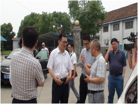 农业部市场与经济信息司司长张合成调研华容棉花市场