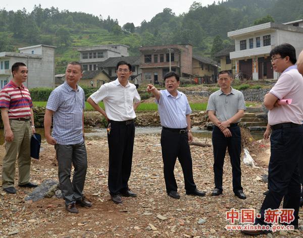 省发改委副主任欧阳彪来县指导灾后重建工作