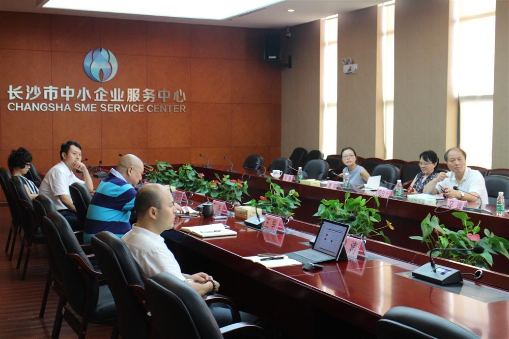 市经信委主任邓自力来到长沙市中小企业服务中心考察调研